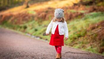 Не дозволяю невістці одяг доньці  купувати, все ж від моєї молодшої лишилося, вона все дуже акуратно носила. Навіщо тратитися?