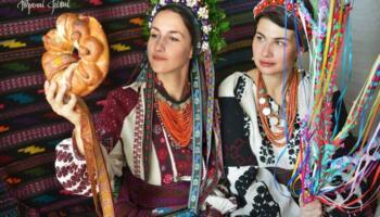 Фотопроект, що ілюструє красу українського народного вбрання