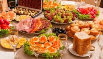 Ввечері Оксана готувала страви на святковий стіл, завтра в неї день народження